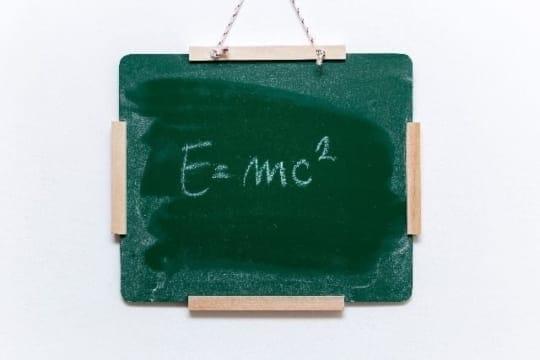 「えっ?人工知能と物理学に、そんな驚きの関係が!?」〜卒業論文で人工知能(AI)について書いた、元物理学徒の起業家は語る
