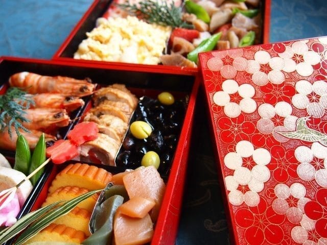 """たくさんの願いが込められた日本のお正月の伝統的な文化""""おせち料理""""の由来や歴史とは?"""