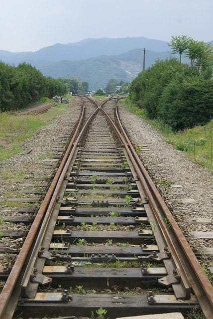 train-706219_640